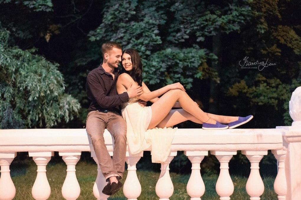 Сценарий фотосессии love story можно построить на событиях одного дня из жизни пары перед рождеством или новым годом